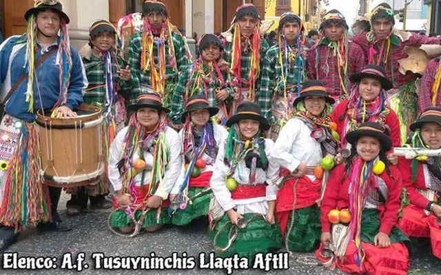 carnaval de huayhuas vestimenta